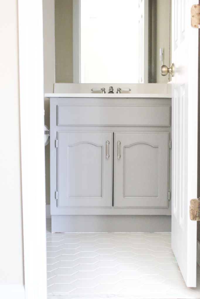 Tips for Painting a Bathroom Vanity