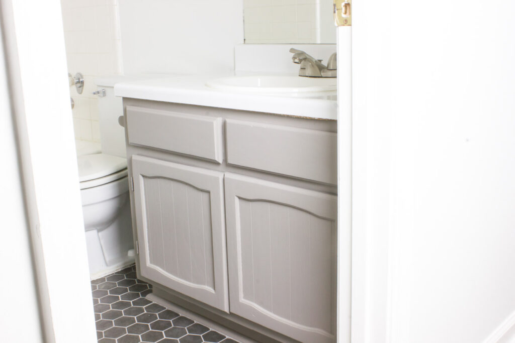 Check out this DIY bathroom vanity makeover!
