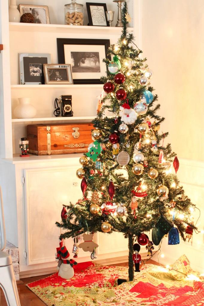 Christmas Home Tour at DIY on the Cheap: Kid's Christmas Tree.