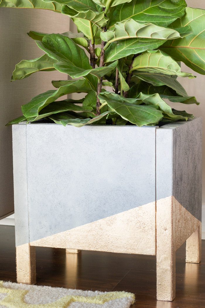 This DIY faux concrete and gold leaf planter is amazing! Easy to build and I love the geometric design!