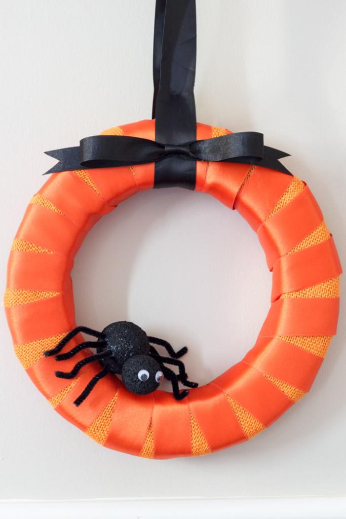 Make a DIY Halloween Spider Wreath!