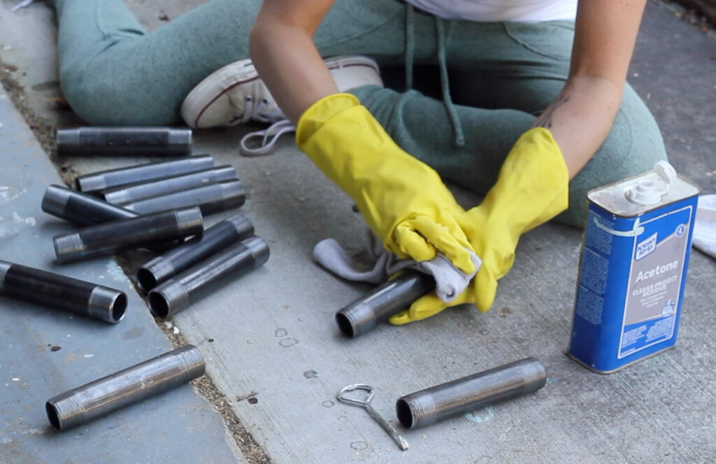 Cleaning steel pipe with acetone.
