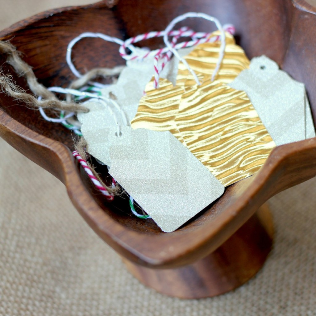 Make your own holiday gift tags! It's so easy!