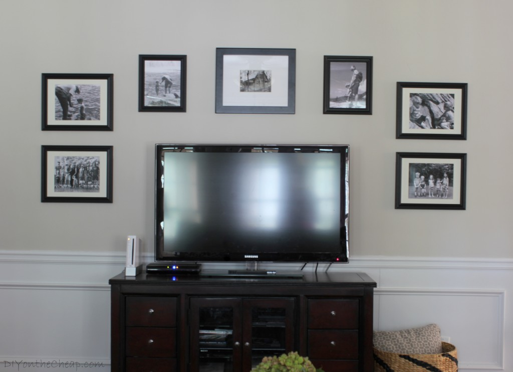 family-room-gallery-wall