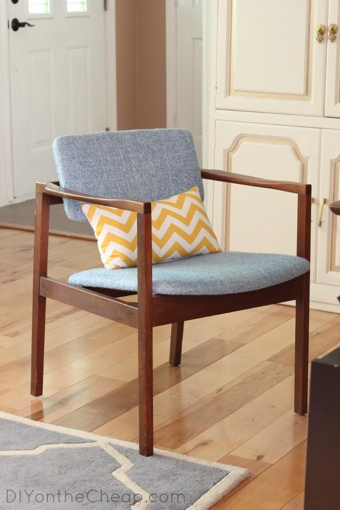 Flea market furniture find: Mid-century chair!