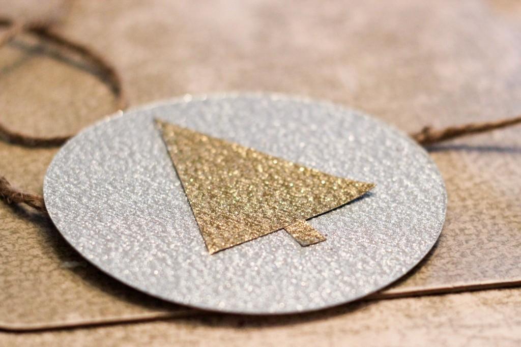 Make glitter Christmas garland! Tutorial via DIY on the Cheap.