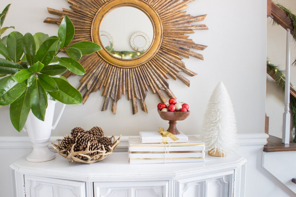 Check out this gorgeous holiday home tour featuring a Christmas entryway! So much decorating inspiration here.