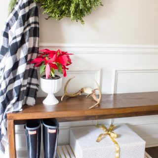 This #welcomhometour blog hop features Christmas porches and entryways! So much holiday decor inspiration. Love it!