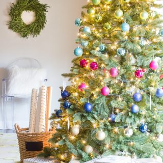Loving these colorful Christmas decorations! This Christmas tree decked out in multi-color ball ornaments is gorgeous!