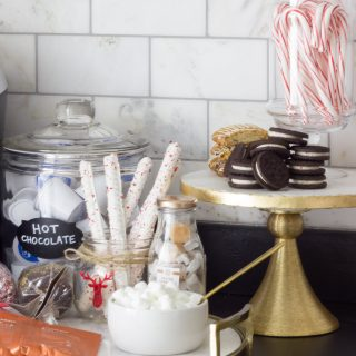 Loving these hot chocolate bar ideas! Perfect for a holiday party or for any home just for fun!