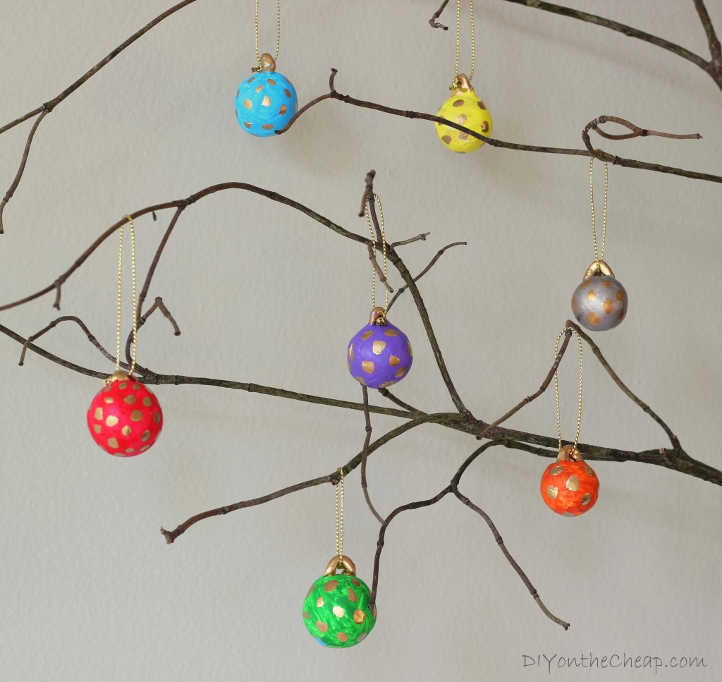 Polka dot christmas ornaments - Diy Polka Dot Mini Ball Ornaments