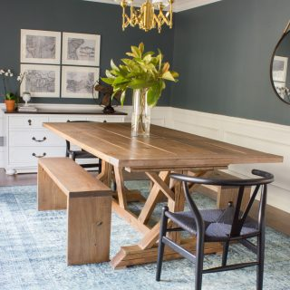 I'm IN LOVE with this DIY modern farmhouse table and benches! Check out this tutorial that walks you through how to build your own.