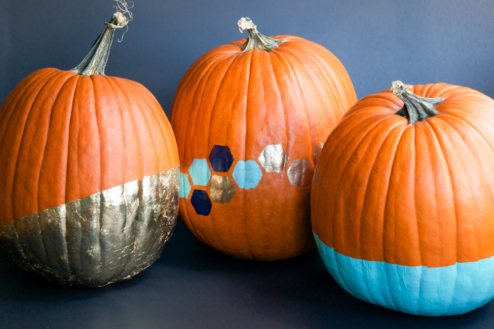 Looking for no carve pumpkin ideas for Halloween? Check out these gold leaf dipped, stenciled, and paint dipped pumpkins from ErinSpain.com!