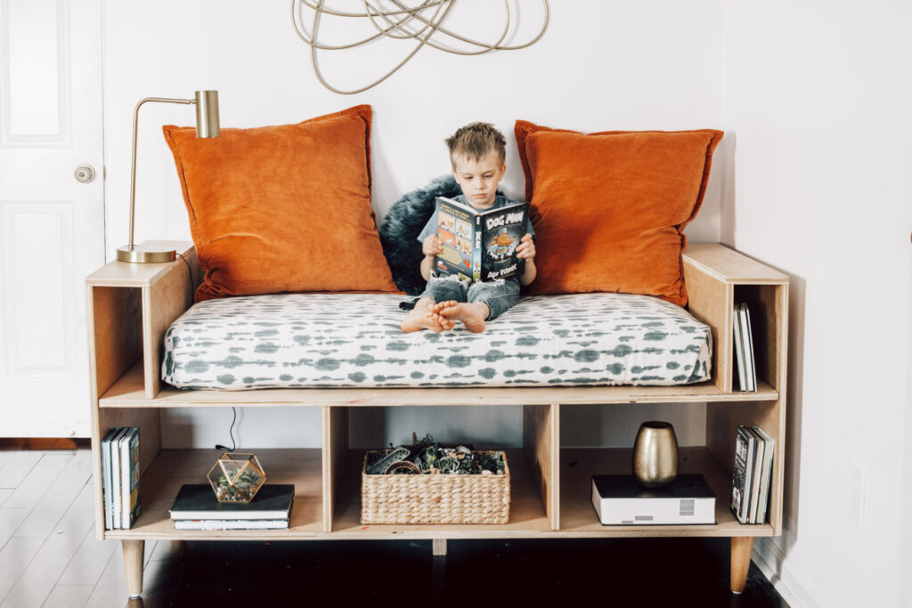 Check out this awesome DIY mini daybed! This is perfect for a reading nook.