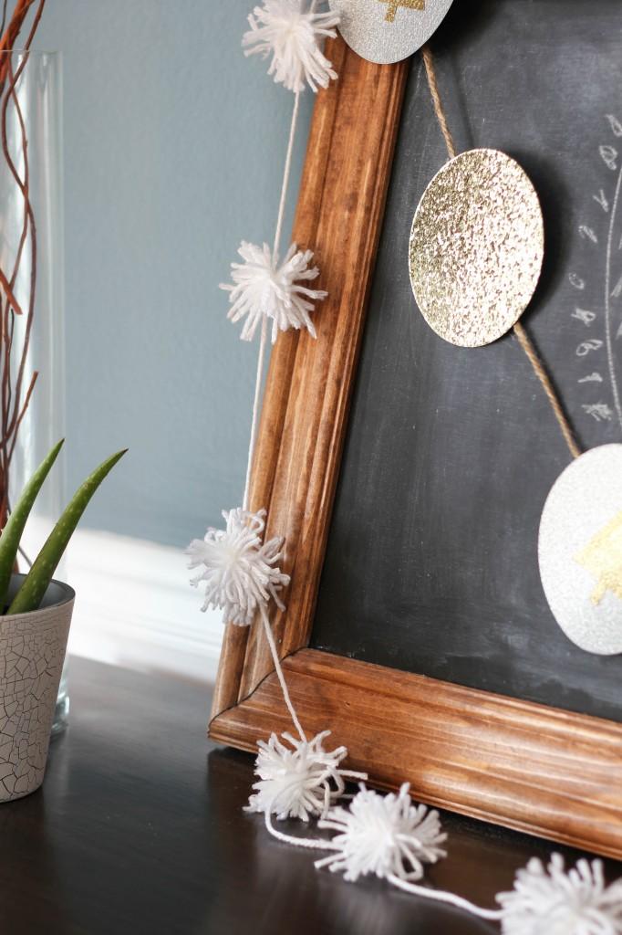 Make your own easy DIY pom pom garland!