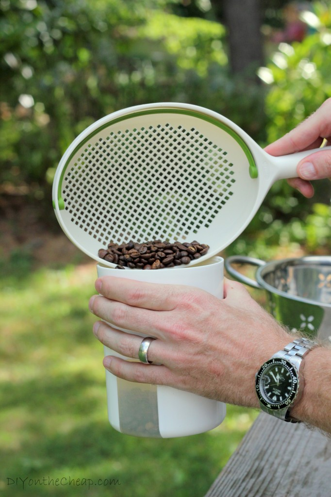 How to roast coffee beans at home (the inexpensive way!)