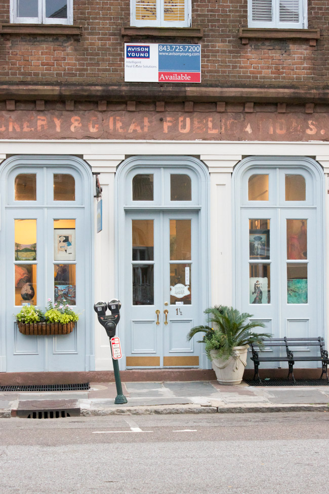 Check out this travel guide which shares lots of things to do in Charleston, SC!