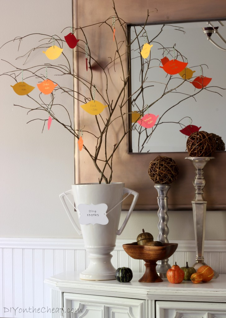 Holiday entertaining tips blog - Interesting tables capes for christmas providing cozy gathering space ...