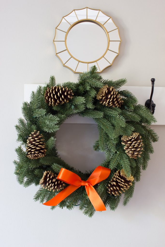 I'm loving this fall entryway decorated with a beautiful Kennedy Fir Wreath from Tree Classics!