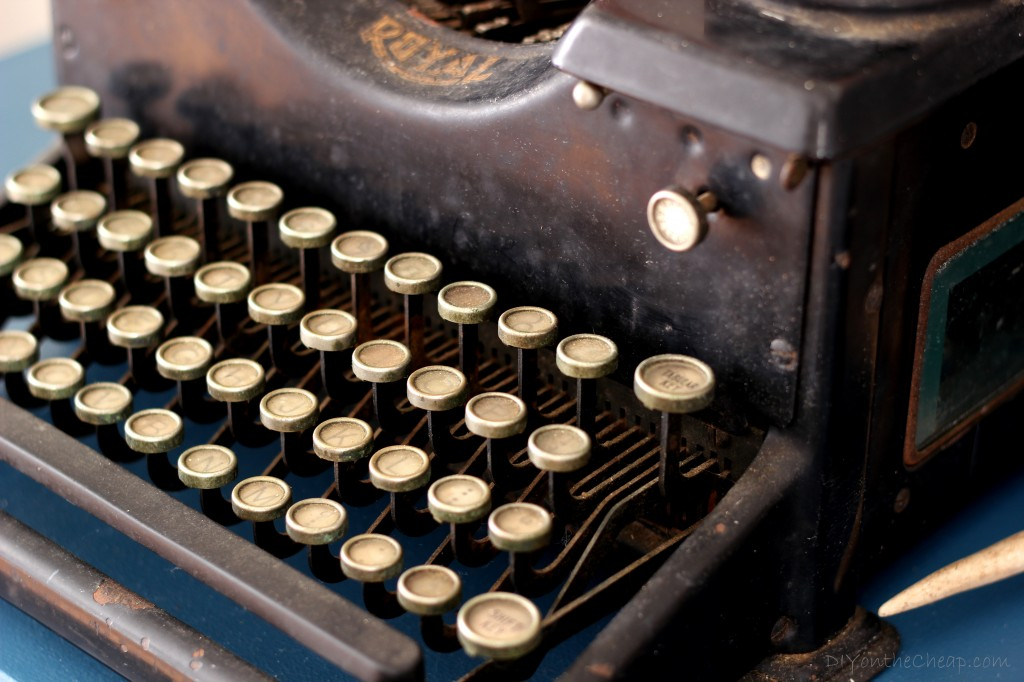 Antique Royal Typewriter