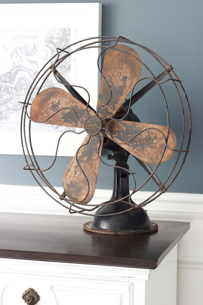 I love mixing modern with vintage, and this vintage fan is perfect!